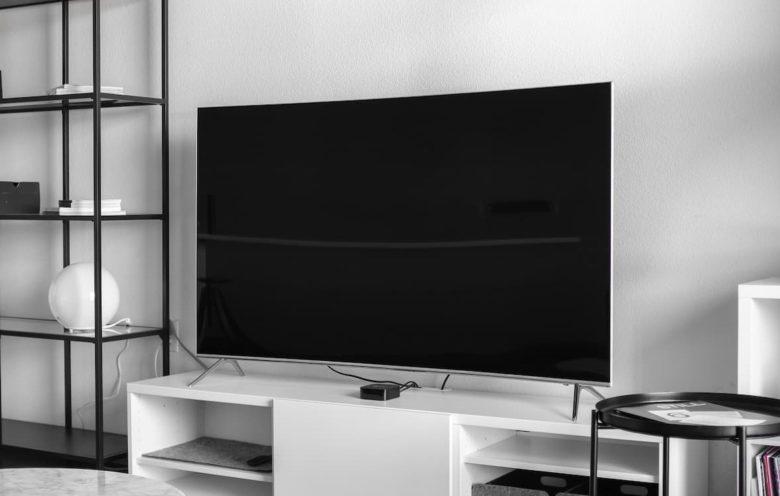 スカパー!のPLUSYとひかりTVの月々テレビはどちらがお得か徹底比較!